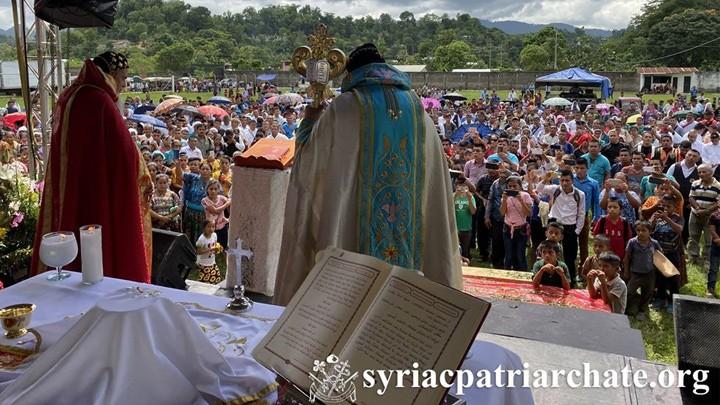 أفرام الثّاني ترأّس قدّاسه الأوّل في غواتيمالا وسط حشود غفيرة