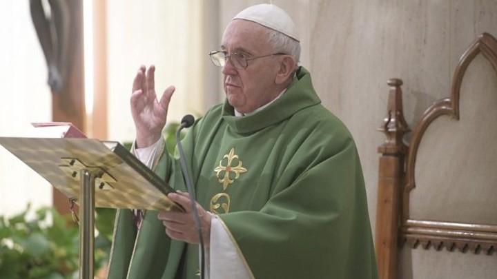 البابا فرنسيس: الإنسان لا يحمل معه شيئًا ممّا يملك في هذه الدّنيا