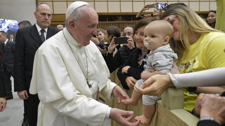 البابا يدعو للصّلاة من أجل الأطفال
