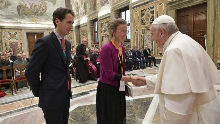 البابا فرنسيس لرجال أعمال فرنسيّين: لتربية عالم العمل تدريجيًّا على أسلوب جديد