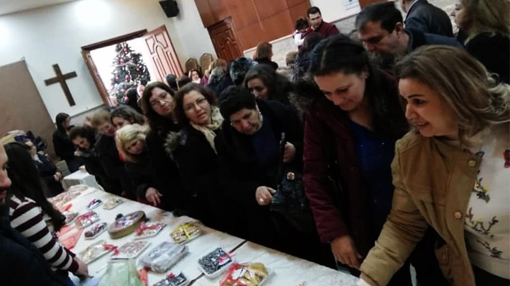 أفرام الثّاني يفتتح معرضًا خيريًّا في باب توما- دمشق