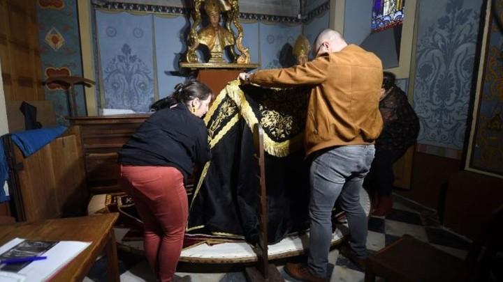 تدمير تماثيل للعذراء مريم في فرنسا!