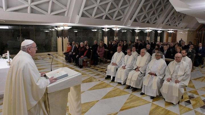 البابا فرنسيس: أن نكون مسيحيّين ومعمّدين أو كهنة وأساقفة هو فعل مجّانيّة تامّ