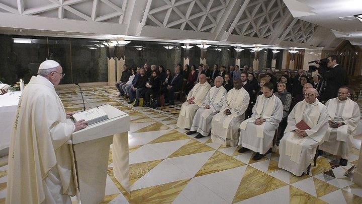 البابا فرنسيس: كلمة الله لا تخجل من الاحتفال
