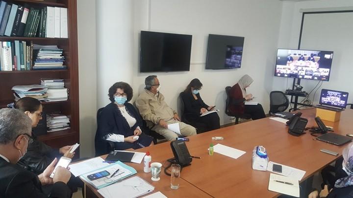 حلقة حوارية بالفيديو مع خبراء صينيين في وزارة الصحة: شفاء 80% والاحتكاك المباشر مصدر أساسي للعدوى