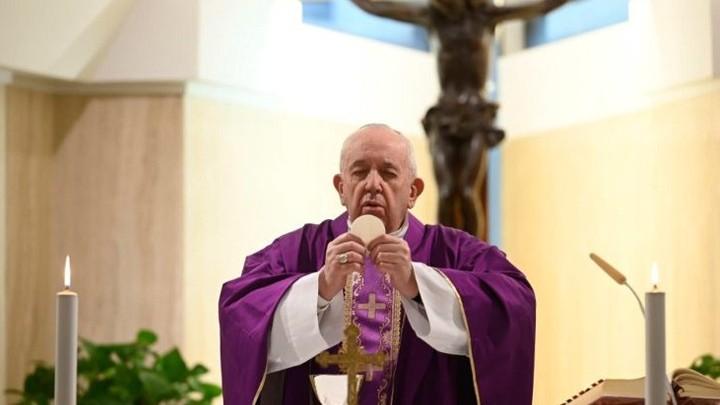 """البابا فرنسيس يدعو إلى اكتشاف """"الأصنام المخبّأة"""""""