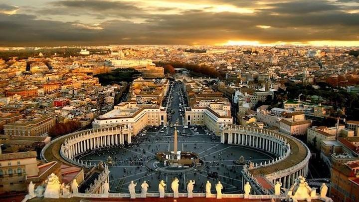 شبيبة من أبرشيّة ميلانو يحجّون إلى روما عبر الشّاشة