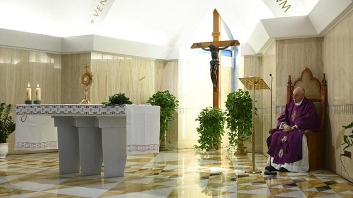 البابا يصلّي من أجل الّذين يعانون من أحكام ظالمة وتعنّت