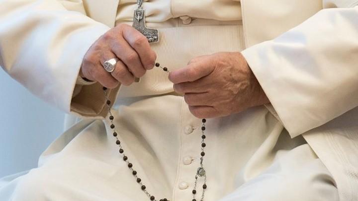 للتّذكير... غدًا صلّوا المسبحة الورديّة مع البابا فرنسيس