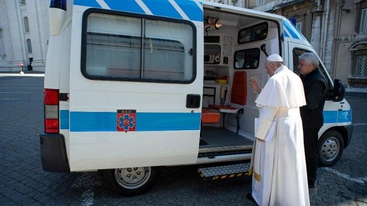 سيّارة إسعاف لفقراء روما