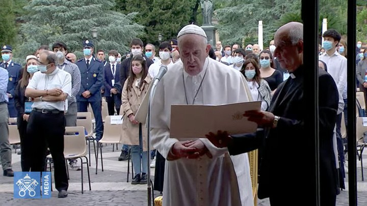 هكذا ودّع البابا فرنسيس الشّهر المريميّ!
