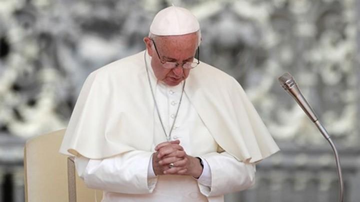 البابا فرنسيس يصلّي من أجل مرافقة عائلات اليوم