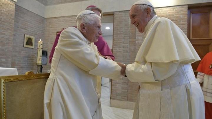 بهذه الكلمات عزّى البابا فرنسيس بنديكتوس السّادس عشر