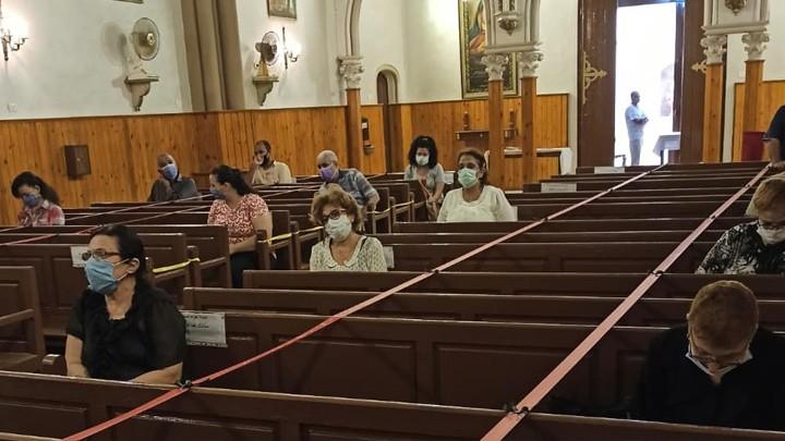 الأنبا باخوم يتفقّد كنائس الأبرشيّة بعد إعادة فتحها