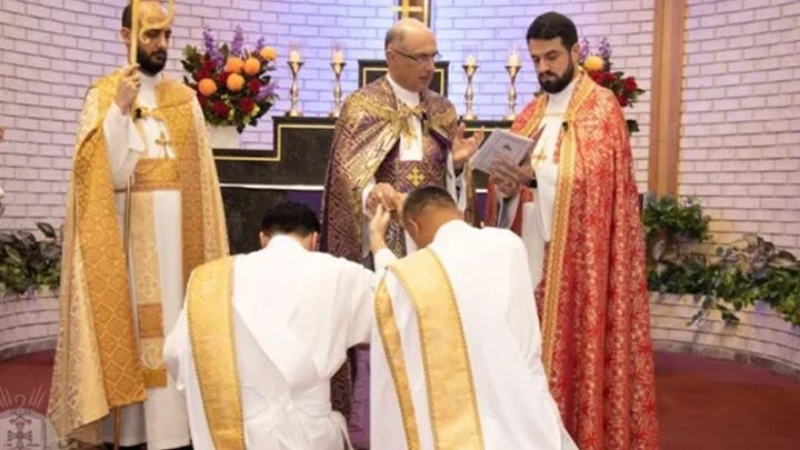 الكنيسة الآشوريّة في سيدني تفرح بكاهنين جديدين و4 شمامشة
