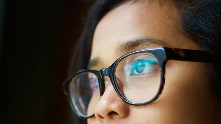 """هل يقلل ارتداء النظارات من خطر الإصابة بـ""""كوفيد-19""""؟"""