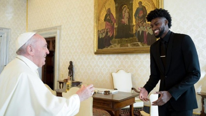 نجوم الدّوريّ الأميركيّ للمحترفين لكرة السّلّة من الفاتيكان: لا للعنصريّة!