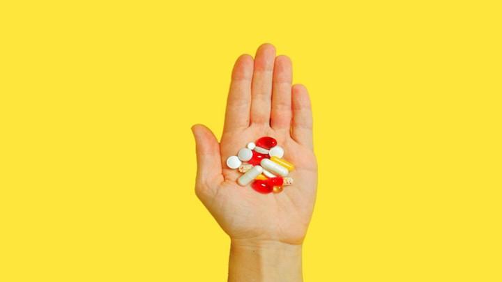 أفضل المكمّلات الغذائيّة لكبار السّن: 4 فيتامينات ومعادن هامة لمن هم فوق 50 سنة!