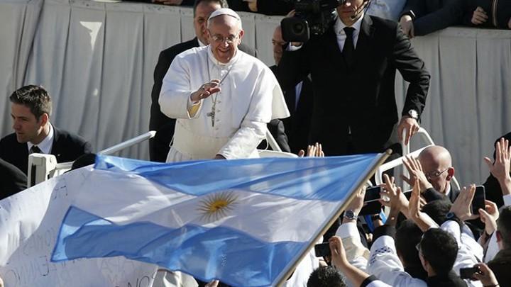 رسالة من البابا فرنسيس إلى أبناء وطنه الأمّ، والمناسبة؟
