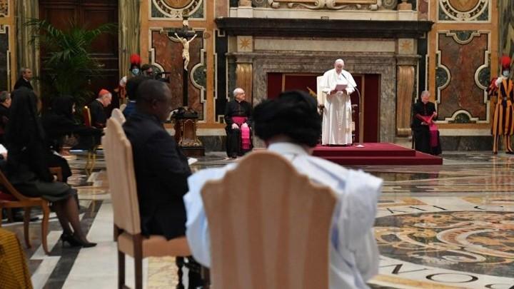 عشرة سفراء جدد لدى الكرسيّ الرّسوليّ، وهذه كلمة البابا لهم!