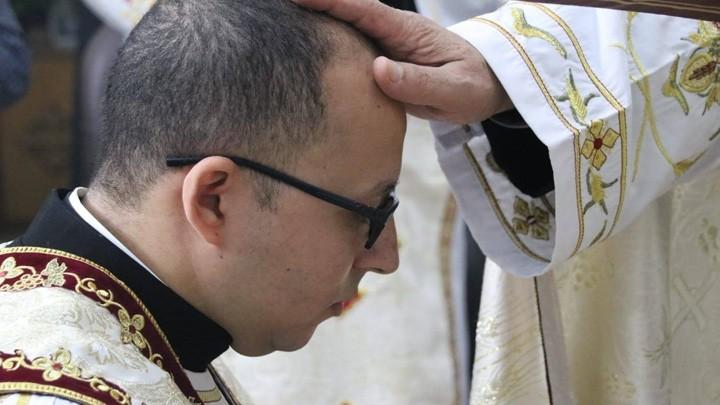 البطريرك إسحق يسيم شمّاسًا إنجيليًّا جديدًا
