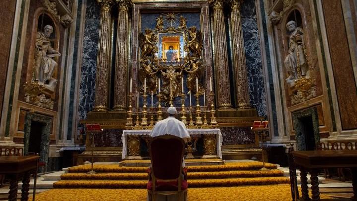 البابا فرنسيس يزور بازيليك القدّيسة مريم الكبرى في روما عشيّة زيارته الرّسوليّة إلى العراق