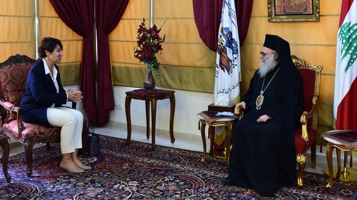 يوحنّا العاشر يتناول الشّأن اللّبنانيّ مع سفيرة فرنسا لبنان