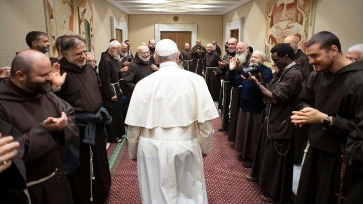 البابا فرنسس للإخوة الأصاغر: أشجّعكم على الذّهاب للقاء الّذين يتألّمون