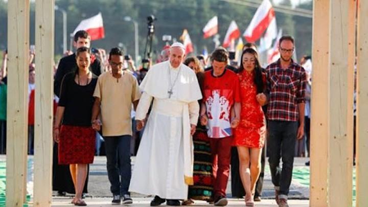 البابا فرنسيس في رسالته للشّباب: إنهضوا!