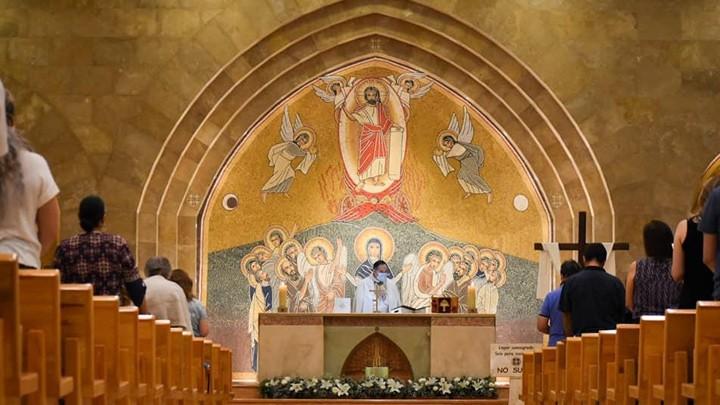 في ذكرى تقديسه، مار شربل يبارك رعيّته في شيواوا- المكسيك