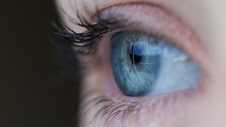 """إختراق علمي يعيد """"الرؤية"""" لعمياء لأول مرة بعد 16 عامًا"""